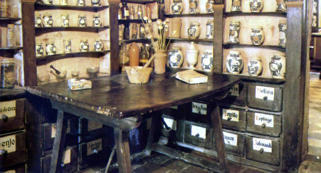 La rebotica más antigua de España está en Peñaranda de Duero - Imagen de farmaciaaldiablog