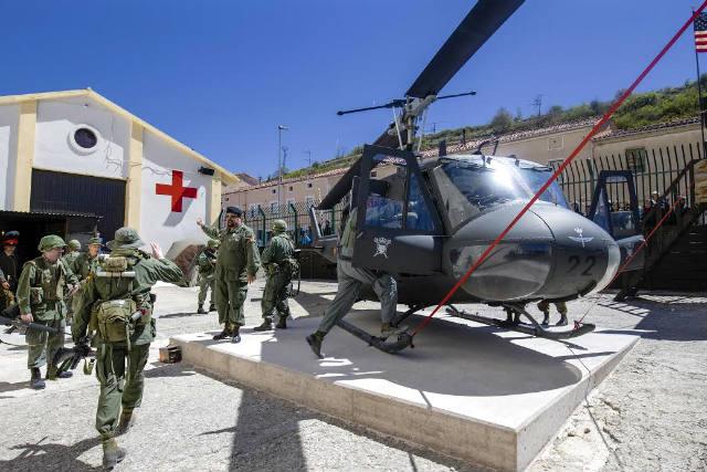 Helicoptero Bell UH-1E en el nuevo Living History de Vietnam - Imagen del museo
