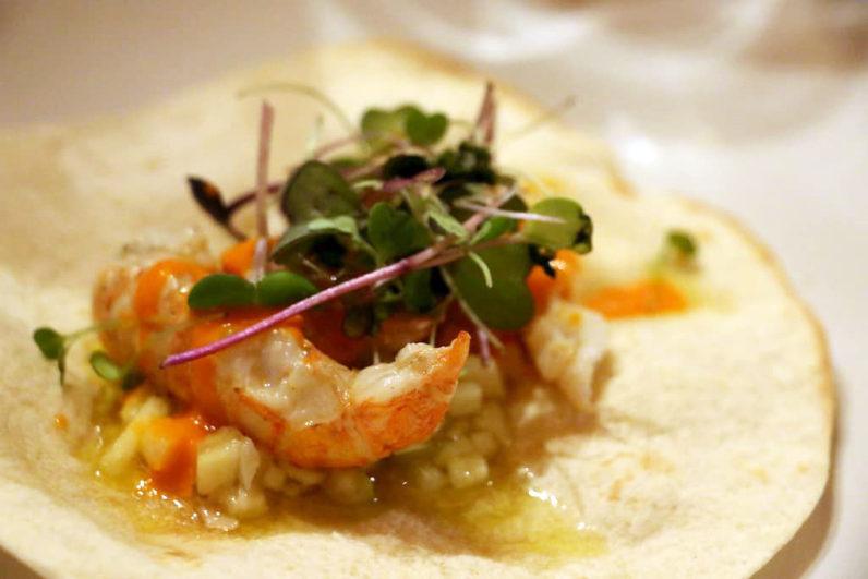 Taco de cigala y foie de bacalao con vinagreta blanca,