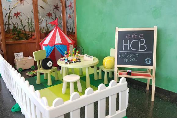 Cafetería adaptada para niños - Imagen del hotel