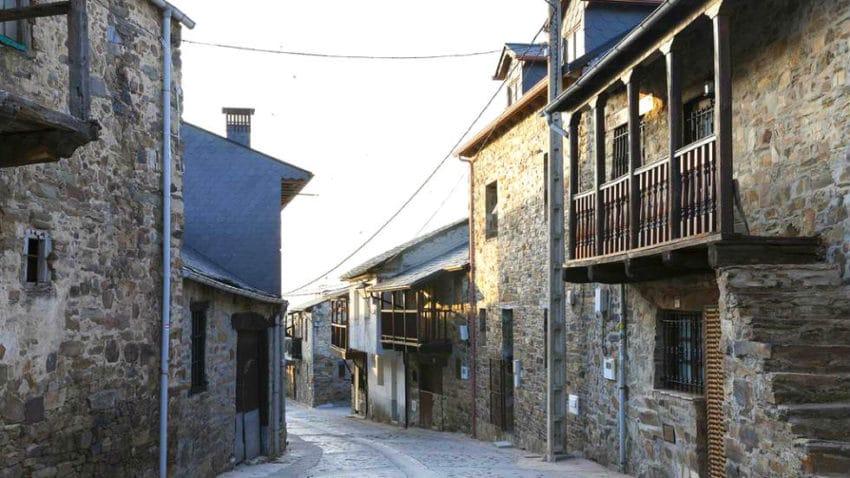 El Acebo, el primer pueblo berciano del Camino - Destino Castilla y León