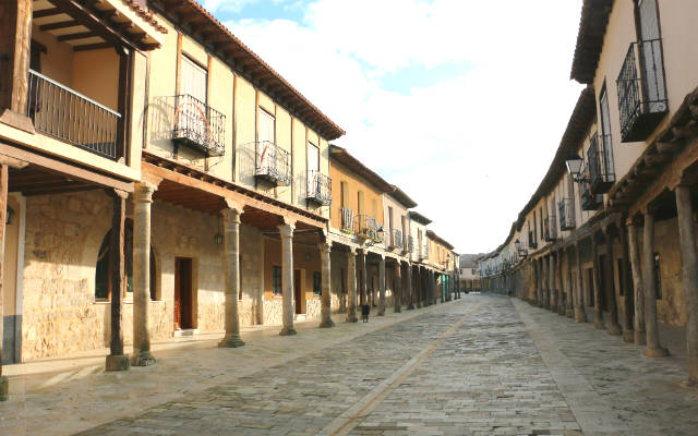 Calles de Ampudia porticadas - Destino Castilla y León