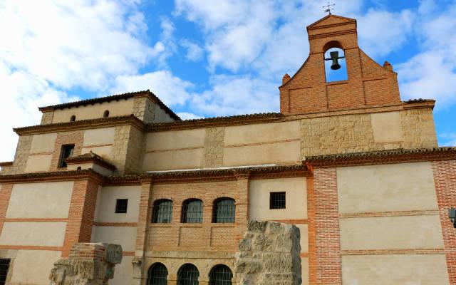 Exterior del edificio del Museo de Arte Sacro de Ampudia - Destino Castilla y León