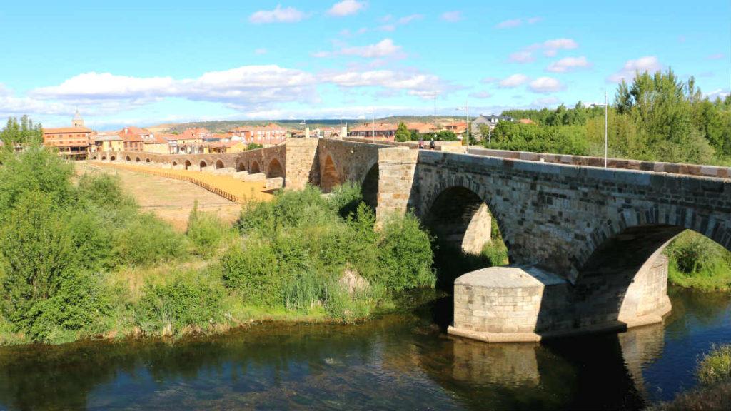 Puente sobre el río Órbigo - Destino Castilla y León