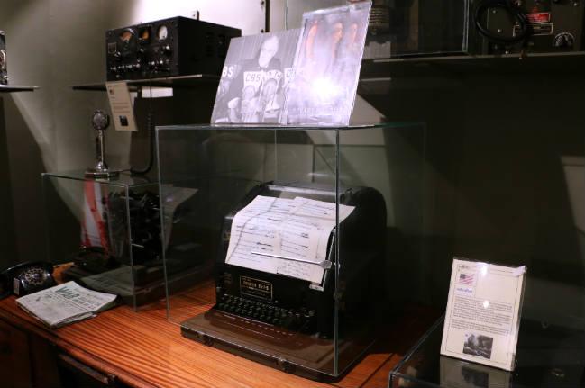 Réplica del escritorio de Roosevelt donde se declaró la guerra a Japón tras Pearl Harbour en el Museo de la Radiotransmisión de Belorado - Destino Castilla y León