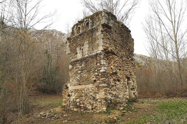 Torre de la iglesia del antiguo Monasterio de San Román de Entrepeñas - Imagen de Goldorak