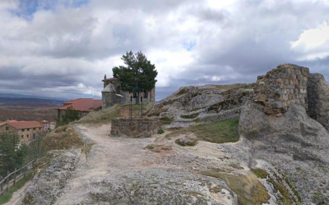 Ruinas del castillo de Hacinas - Destino Castilla y León