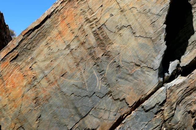 Caballo prehistórico en uno de los paneles líticos - Destino Castilla y León