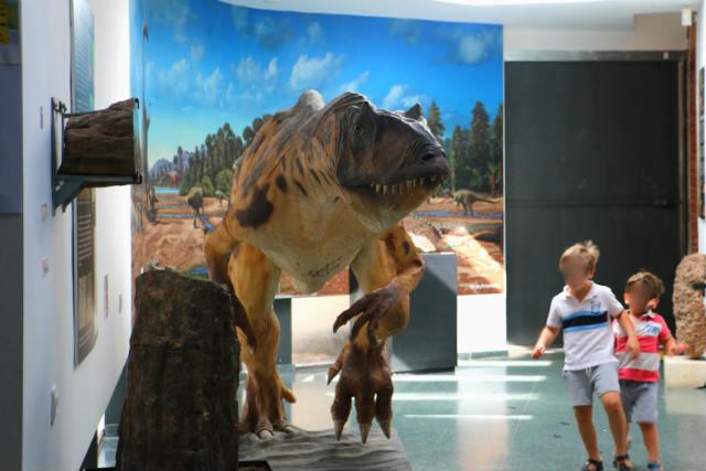 Alosaurio del Museo de los Dinosaurios de Salas de los Infantes - Destino Castilla y León