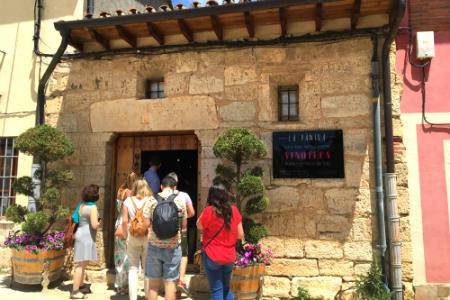 Entrada al Restaurante La Panera - Enoteca El Sabor Vintage - Imagen de La mesa del Conde