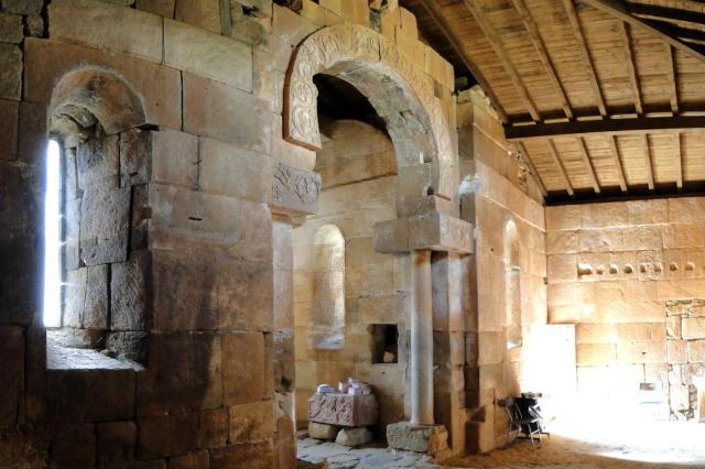 Interior de la ermita de Santa María de las Viñas