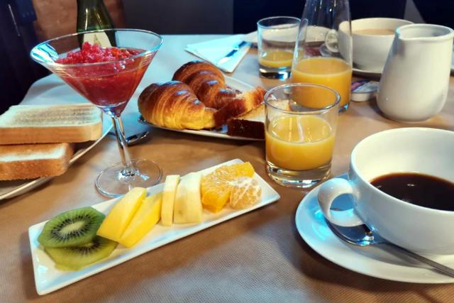 Desayuno en la Posada Real Hotel Monte la Reina - Destino Castilla y León