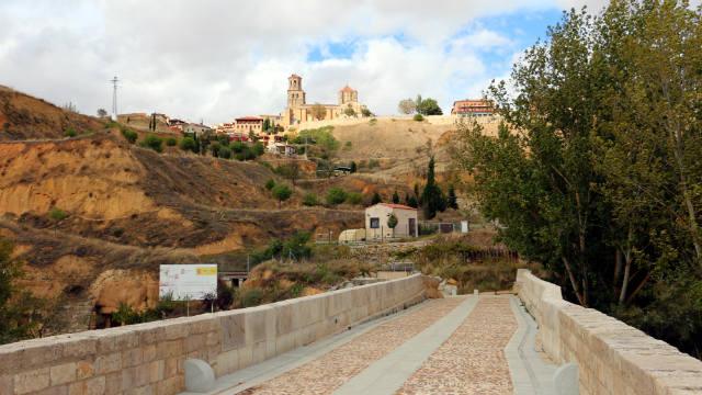 Calzada romana a su paso por el puente romano de Toro - Destino Castilla y León