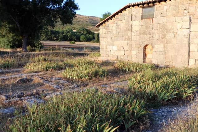 Exterior de la Ermita visigótica de Santa María de las Viñas - Destino Castilla y León