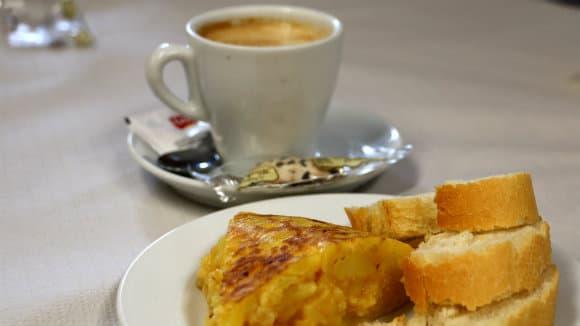 Pincho de tortilla y café, un almuerzo de peregrinos - Destino Castilla y León