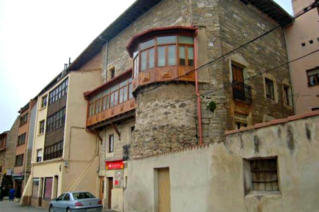 Desaparecido Convento de San Francisco de Belorado transformado en viviendas - Imagen de Click Turismo