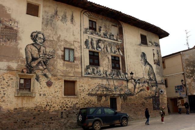 Mural de los zapateros detrás de la Casa de los Velasco - Destino Castilla y León