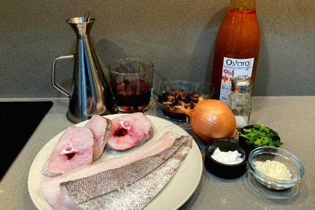 Ingredientes de la merluza encebollada con setas - Destino Castilla y León