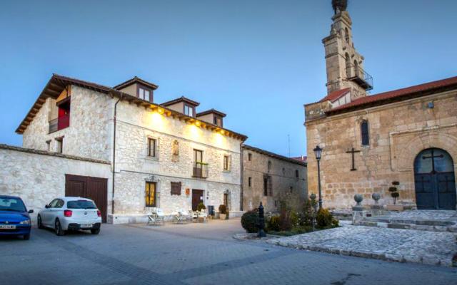 Hotel Restaurante Las Baronas en Santa Cruz de Salcedo – Imagen del hotel