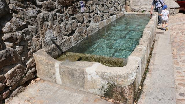 Fuente de piedra de Sequeros - Destino Castilla y León