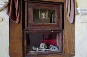 Reliquias de la Moza Santa en la Iglesia de - Imagen de Sequeros