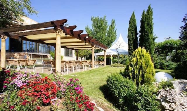 Jardín del Hotel Montermoso de Aranda de Duero – Imagen del Hotel