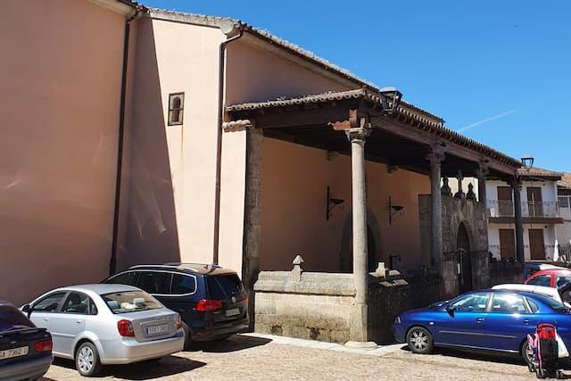 Pórtico de acceso a la Iglesia de Miranda del Castañar