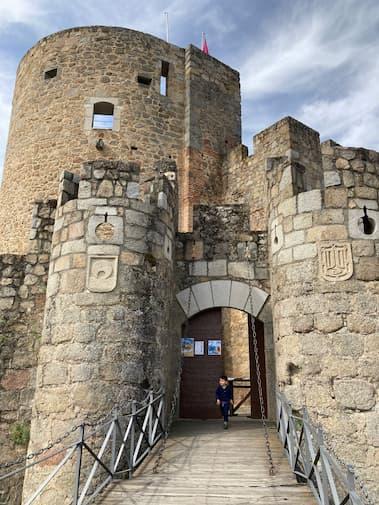 Entrada al Castillo de La Adrada - Destino Castilla y León