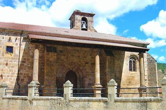 Pórtico lateral de la Iglesia de Santa María de Neila - Imagen Wikipedia