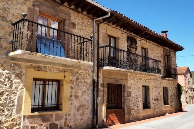 Casa blasonada de los Márquez - Imagen de Tierras de Burgos
