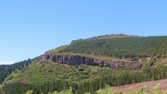 Cerro Piñera donde se encuentran las pinturas rupestres de Sésamo - Destino Castilla y León