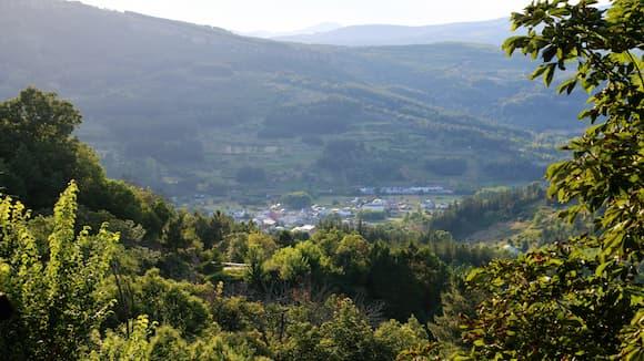Llegando a Vega de Espinareda desde un mirador de la carretera - Destino Castilla y León