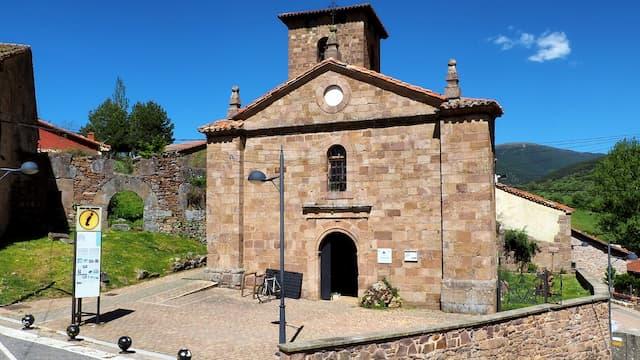 Iglesia de San Miguel reconvertida en Casa del Parque de las Lagunas Glaciares de Neila - Imagen de Tierras de Burgos