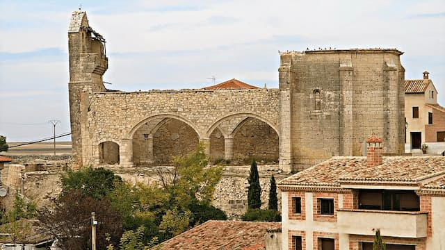 Iglesia de San Pedro de Tiedra en ruinas - Imagen de FotoLaguna2000