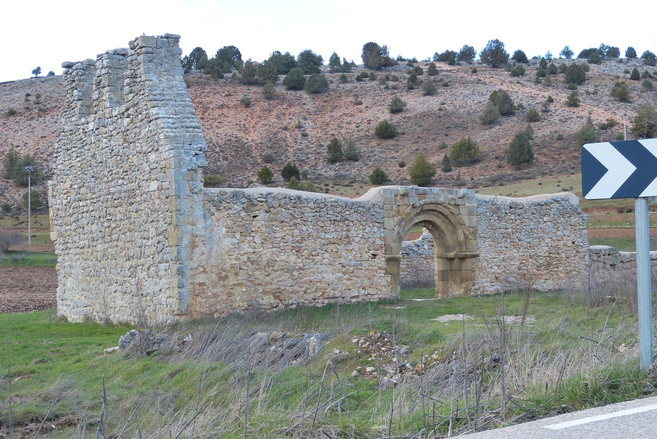 Hermita en ruinas de San Juan evangelista al pie del cerro